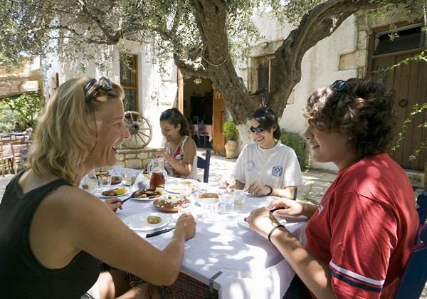 TDS Voyage - Tourisme équitable et solidaire - Crète - Repas traditionnel