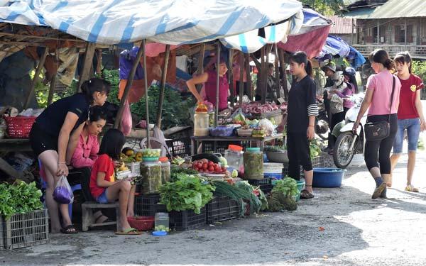 Vacances solidaires avec TDS Voyage - Marché au Vietnam
