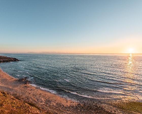 Belle plage de sable fin en Algarve au Portugal. Détente sur la côte sud.